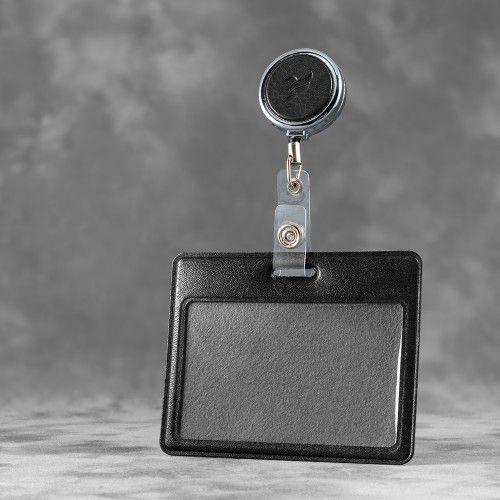 Карман с металлическим ретрактором - горизонтальный, цвет черный Classic