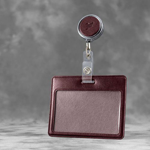 Карман с металлическим ретрактором - горизонтальный, цвет коричневый Classic