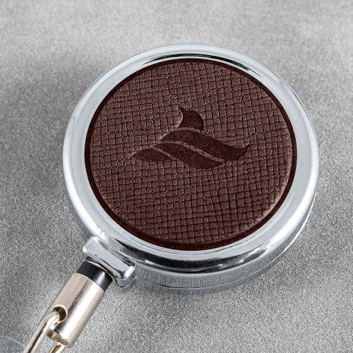 Карман с металлическим ретрактором - вертикальный, цвет коричневый