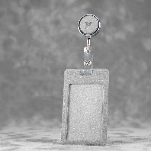 Карман с металлическим ретрактором - вертикальный, цвет светло-серый